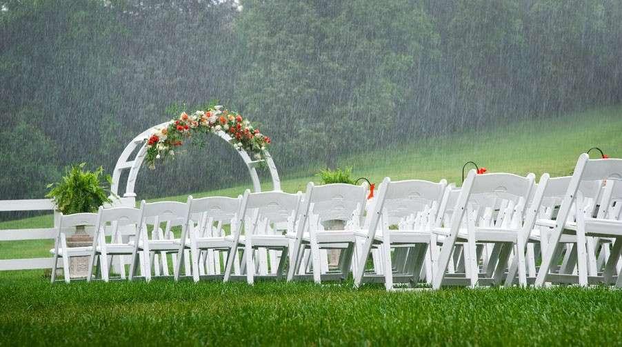 cosa fare se piove al matrimonio