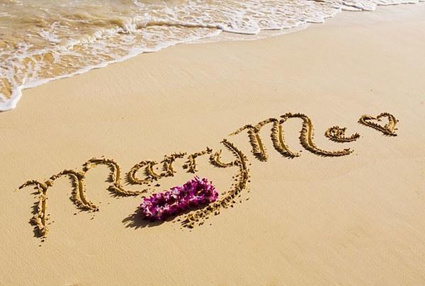 proposta di matrimonio sulla sabbia